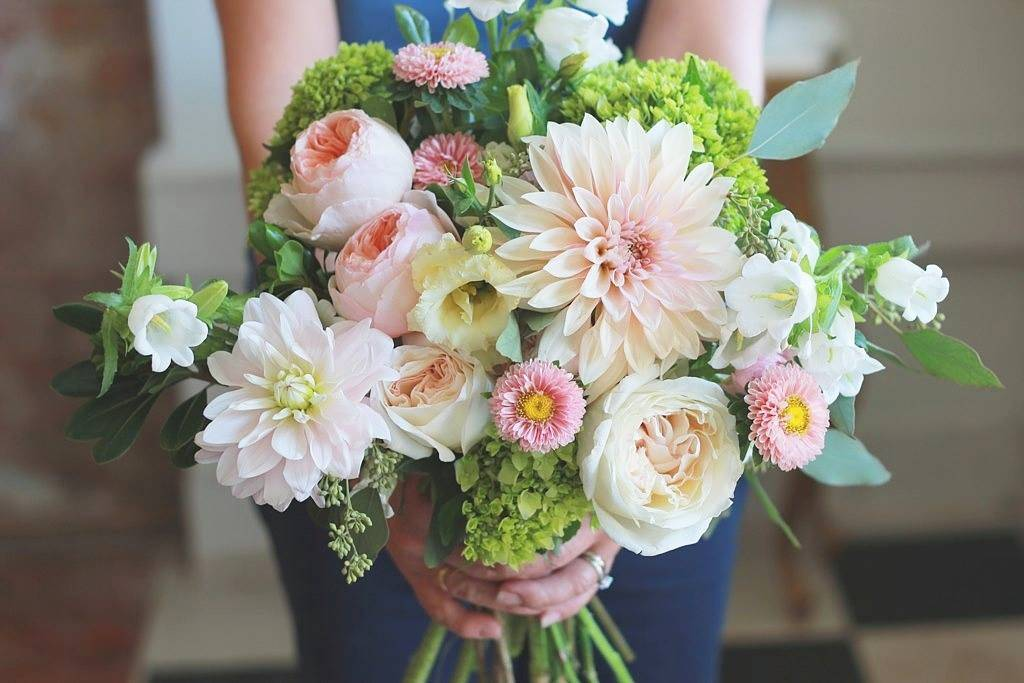 Shop Local: Mint Floral Co in downtown Whitby, Ontario, Canada | via Teacups & Things, photo by Mint Floral Co