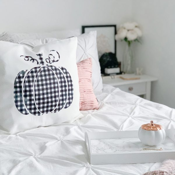 Fall home decor –easy DIY pumpkin pillow with Cricut Infusible Ink